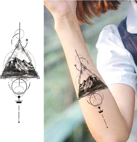 tatouage temporaire triangle et montagne